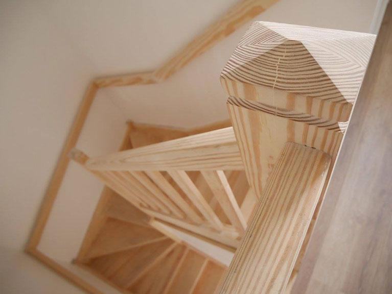 Escalier bois sapin